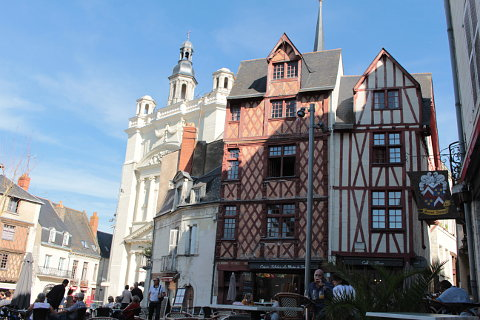 Saumur france an attractive town in the loire valley for Avis maison des compagnons
