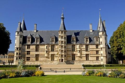 Nevers, France tourism and guide