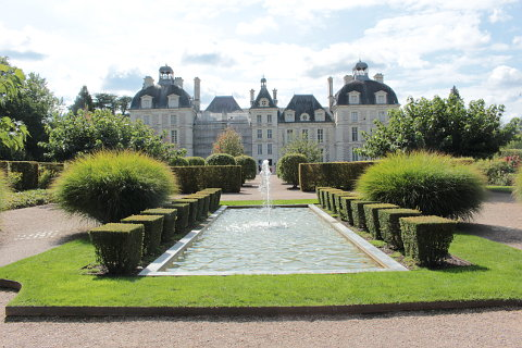 Chateau Cheverny; an attractive chateau with sumptuous interiors and ...